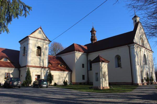 Lokalne_atrakcje - Klasztor-oo.-Franciszkanow.jpg